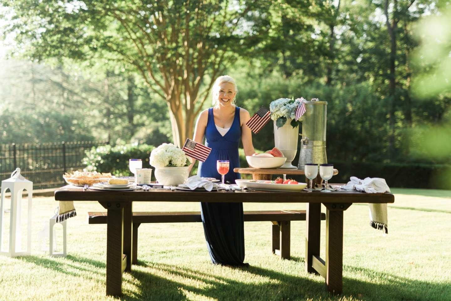 Easy 4th of July decorating. Get four great tips to host a relaxing backyard party for July 4th.