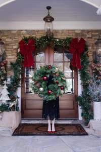 how to decorate your front door for christmas | bluegraygal
