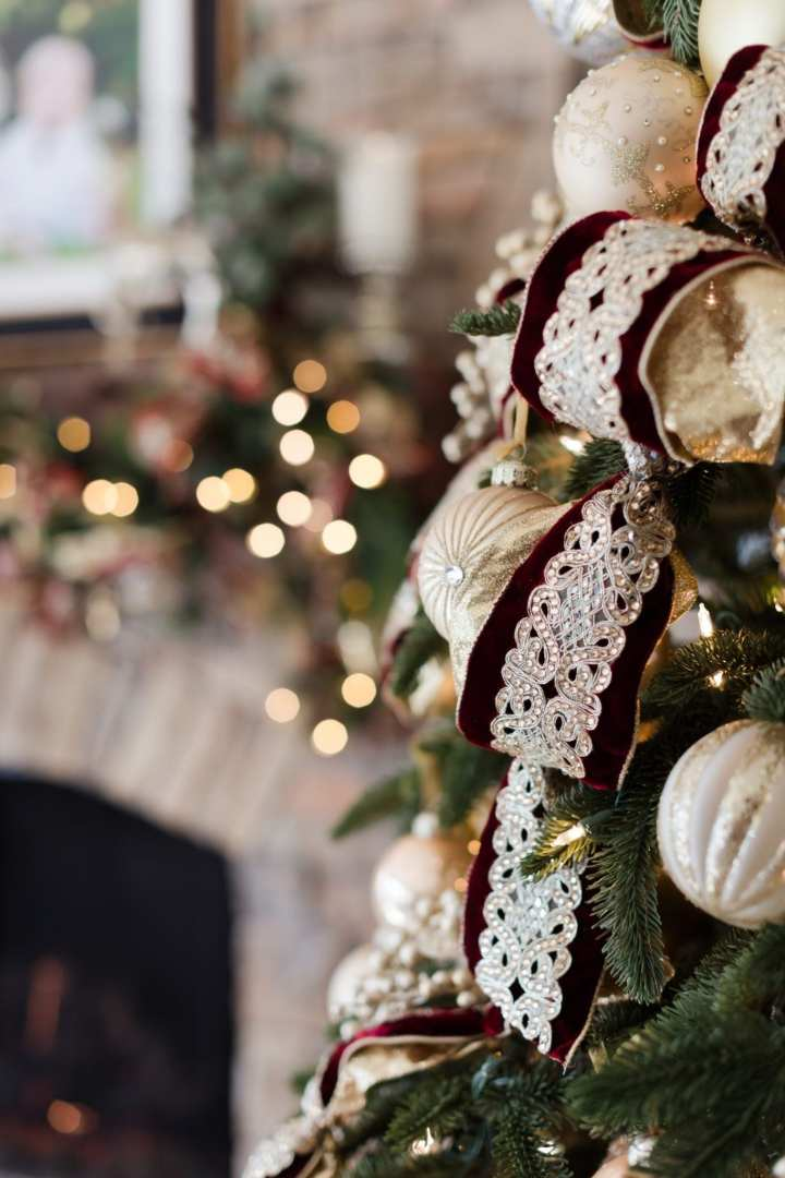 Garnet and gold Christmas decorations. Christmas tree ideas in garnet and gold.