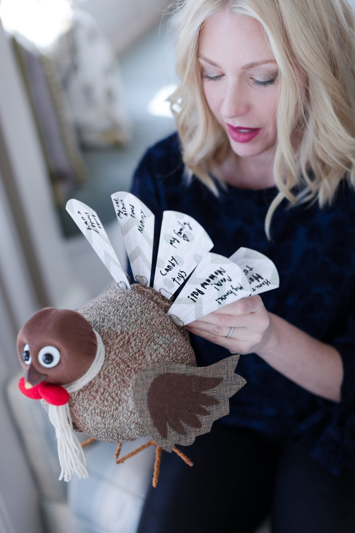 Craft ideas for Thanksgiving with kids. Fun things to do with kids on Thanksgiving.