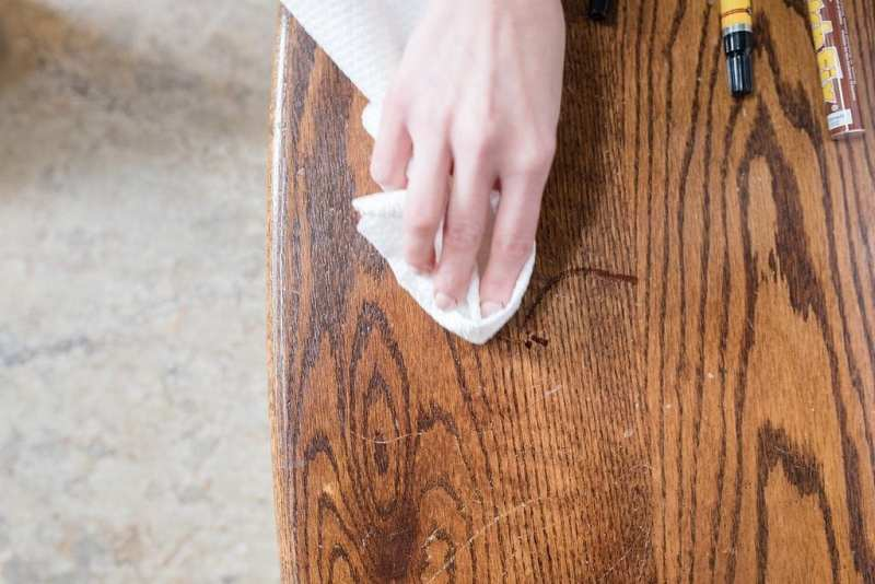 How to fix wood scratches easily. Markers for covering up scratches in furniture.