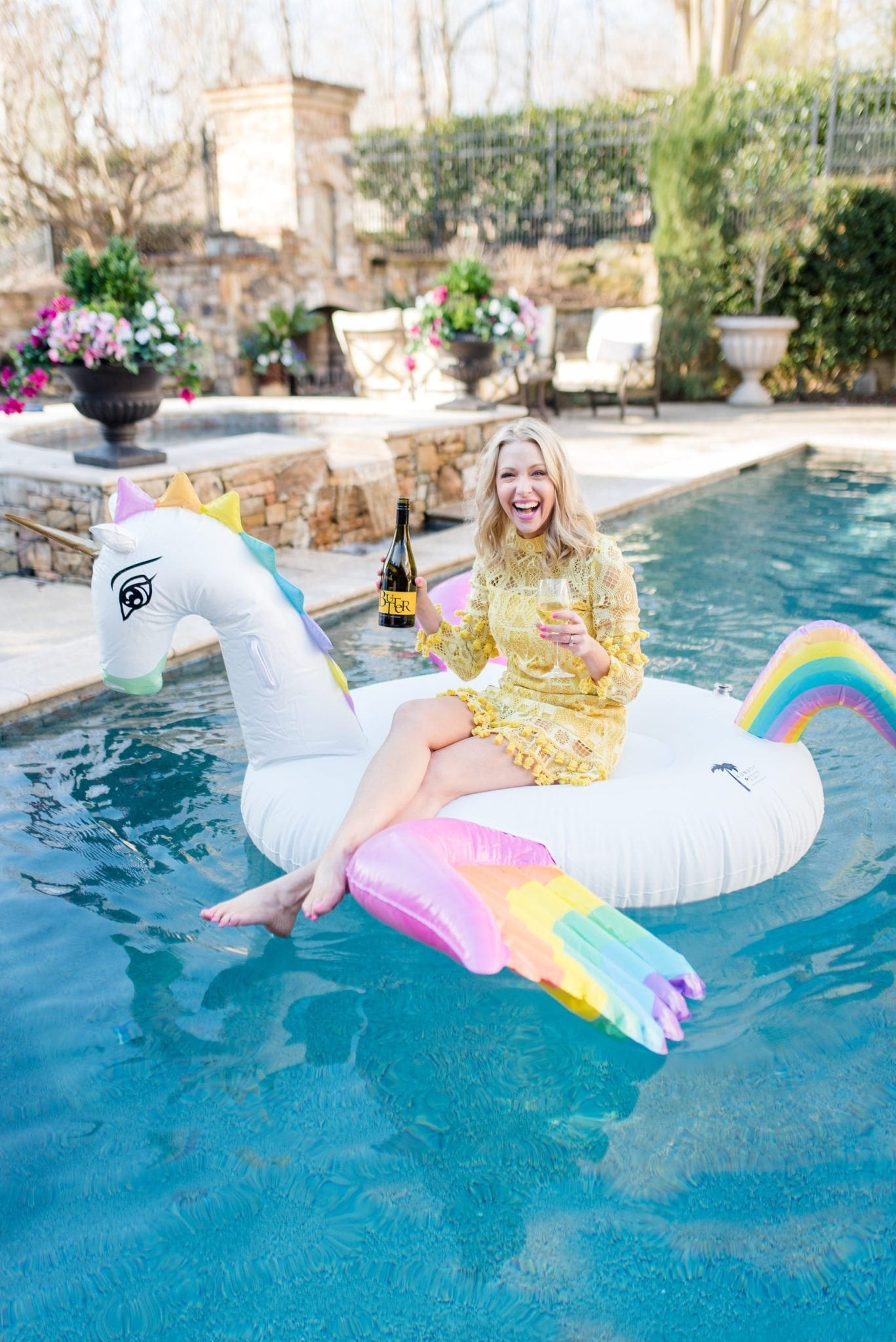 Butter Wine poolside! Throw a fun pool party with these top tips on how to have fun with girls!