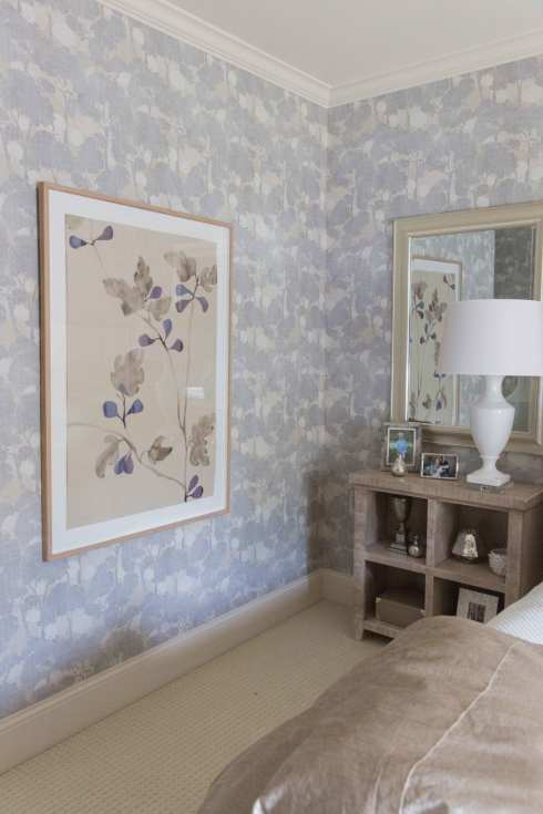 How to use pattern wallpaper in your house. Purple wallpaper in guest bedroom.