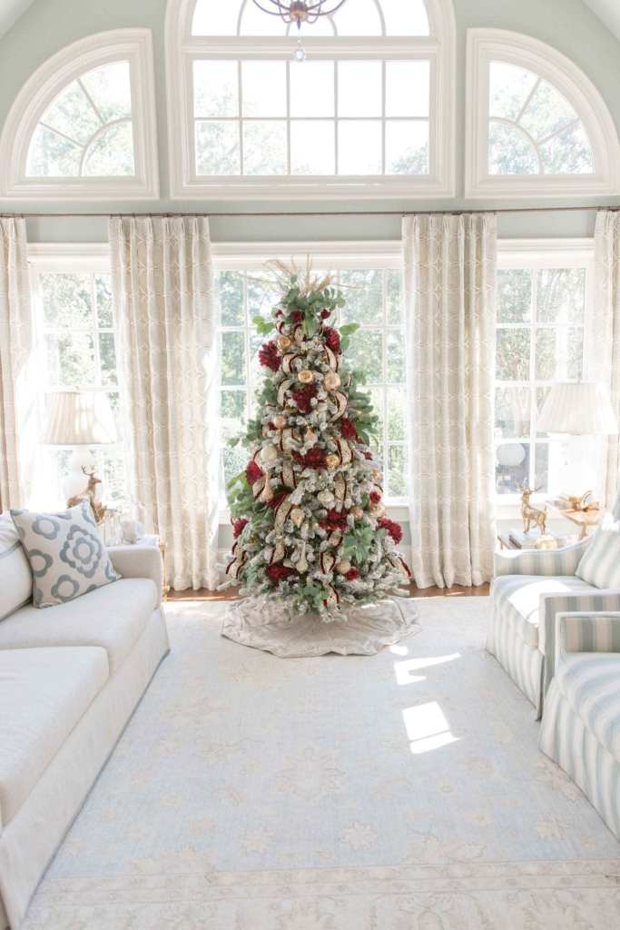 Everything you need to know to decorate a beautiful Christmas tree!