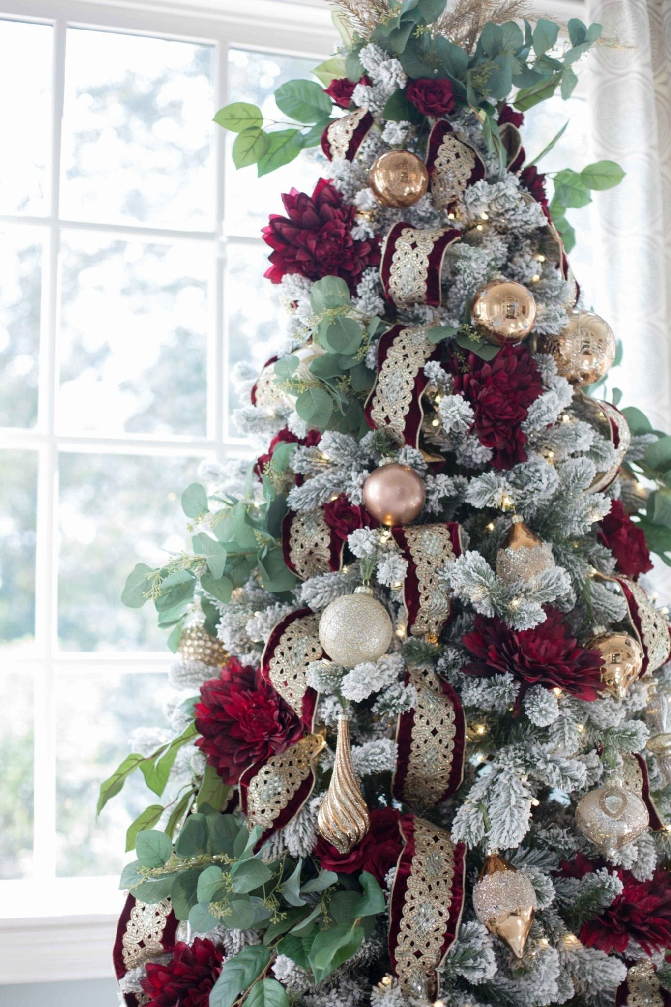 Atlanta blogger bluegraygal decorating Christmas Trees.