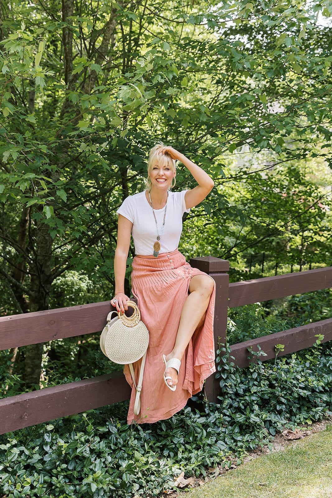 Revolve Skirts. How to wear a maxi skirt without shirt coming out. Summer fashion style for women.
