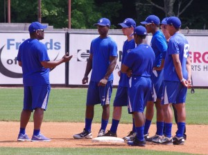 Tim Raines teaching some young Bluefield Blue Jays