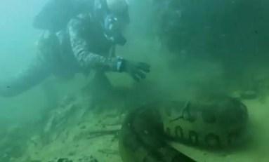 Spotkanie z anakondą pod wodą