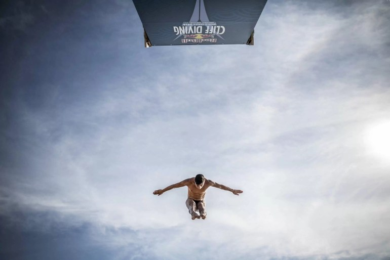 red-bull-cliff-diving-2016_dubai_fot-dean-treml_red-bull-content-pool_00668