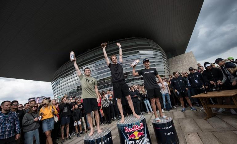 Steven LoBue, Gary Hunt, Jonathan Paredes na podium 5 przystanku na światowej arenie zawodów Red Bull Cliff Diving w Kopenhadze