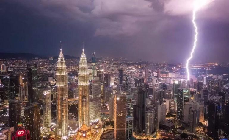 Błyskawica nad Kuala Lumpur fot.:Dronestagram/Pete DeMarco