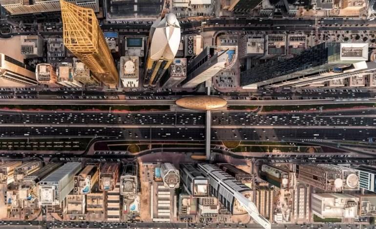 Rutynowy dzień w Dubaju na Sheikh Zayed, fot.: Dronestagram / bachirm