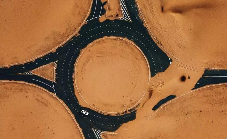 Osławiona pustynna droga w Dubaju - fot.:Dronestagram / whosane