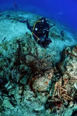 ancient wreck greece diving underwater archeology-2