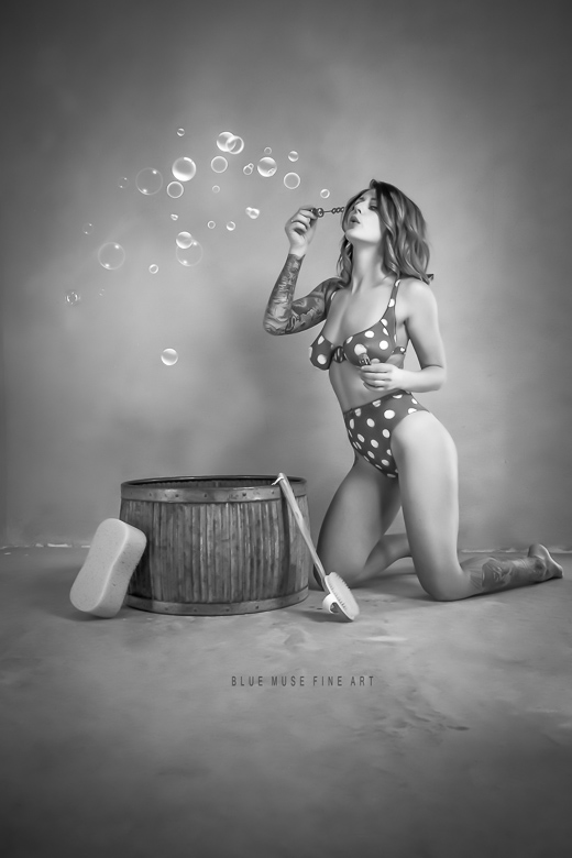 Blue Muse Fine Art with xxvhoney - Retro 2 bubble - 2017.  Blue Muse Fine Art photography and bodypainting.
