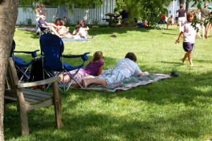 ©2009 NCL Magazine : Folks enjoyed a lazy start to the Memorial Day Weekend at Wintergreen Winery's Wine Into Summer .