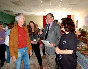 ©2007-2009 www.nelsoncountylife.com : Earl Hamner during his last visit to the Afton, Virginia theater named in his honor. Peter Coy, Nancy Mulrine and Boomie Pedersen of The Hamner Theater, chat with Earl before he enters the theater.