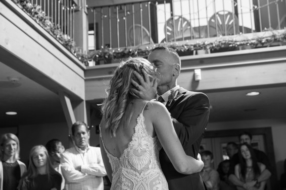 Colorado_wedding_photography_Evergreen_Red_Barn_017