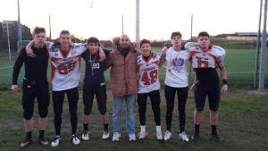 Gli atleti dei BS Campioni d'Italia U16 con i Rhinos