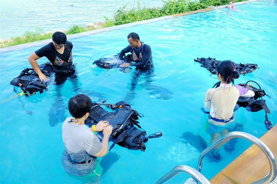 Women's Dive Day 2016 learning to dive ko phi phi