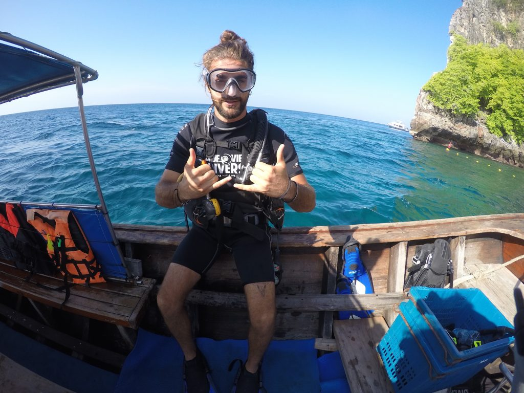 discover scuba diving divers phi phi island dive trips