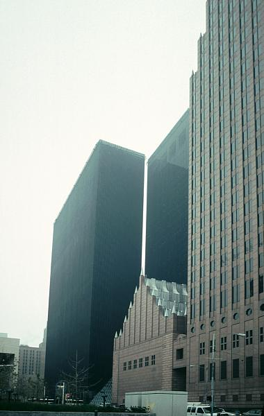 Images of the Pennzoil Place Houston by Philip Johnson