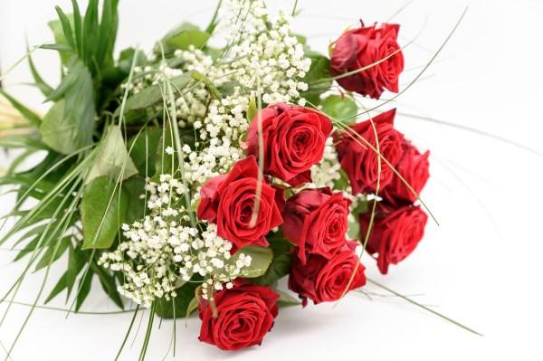 rote Rosen Strauß