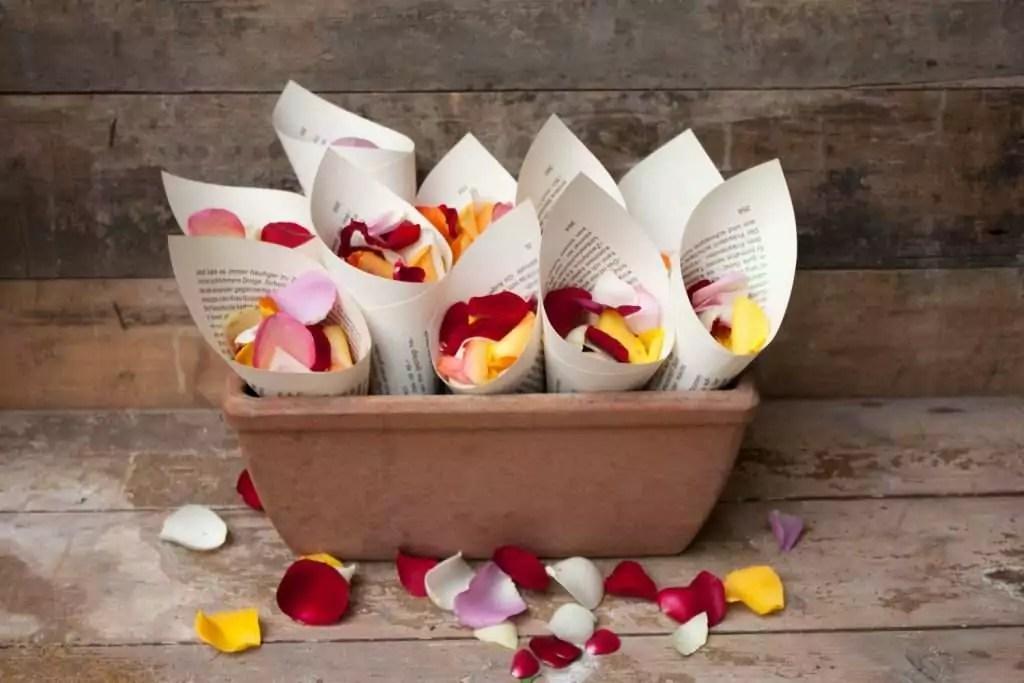 Hochzeit mit Streublumenregen  Streublumen Tten selber