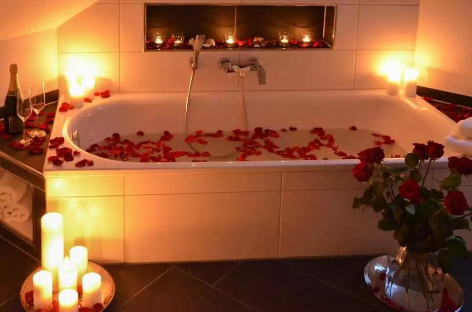 ValentinstagsIdee Ein romantisches Bad mit echten