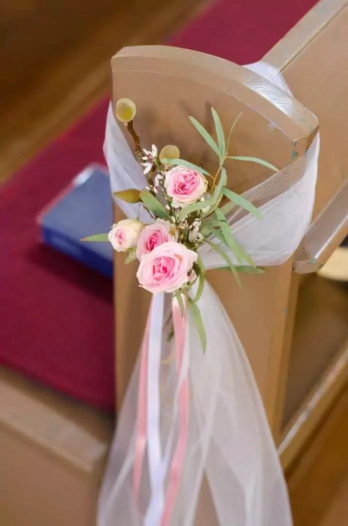 Frhlingshafte MagnolienHochzeit  Teil 4 Kirchenbnke