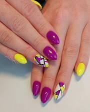 geometric pattern nail design