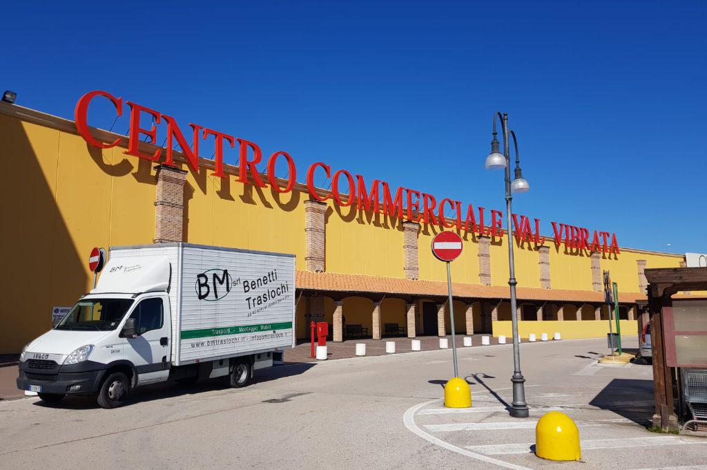 Arredamento ufficio praticità, pregio, capienza, razionalizzazione degli spazi: Trasporto Mobili Veneto Abruzzo Bm Traslochi