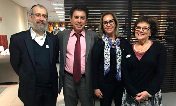Jornalista Heródoto Barbeiro recebe chaverot da Na'amat na Rede Record
