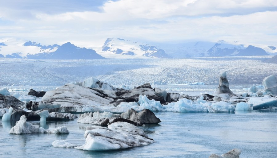 How to visit Jökulsárlón glacial lagoon in Iceland
