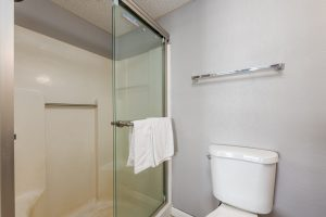 Guestroom Bath 2 at Oceanfront Hotel | Bordwalk Charlee Hotel