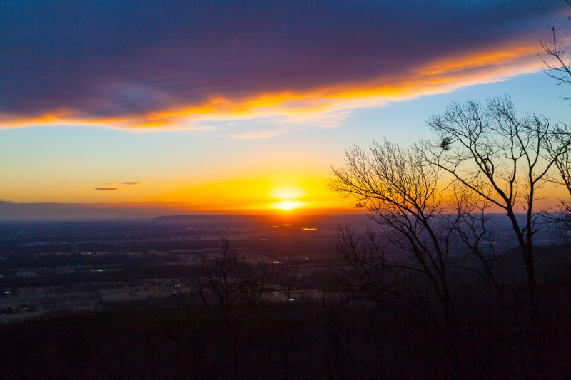 14025_0196. Morning breaks over the Arkansas River Valley, Mt Nebo State Park, ArkansasCanon 5D Mk II, 40mm, 1/500 sec, f/8