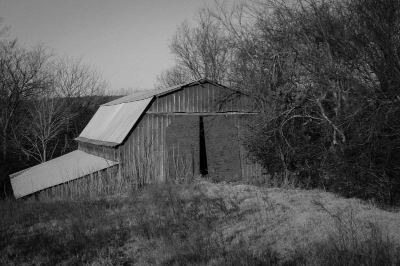 14025_0214. Old Barn, Russellville, ArkansasCanon 5D Mk II, 73mm, 1/60 sec, f/22