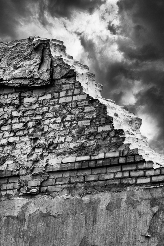 10395. Crumbling wall, Lonoke, Arkansas