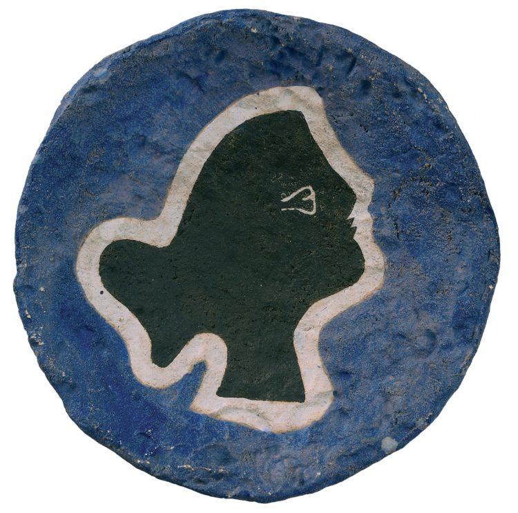 """Georges Braque """"Profilo"""", circa 1960 Ceramica, diametro di 27 cm Kunstmuseum Pablo Picasso Münster © Georges Braque by SIAE 2019"""
