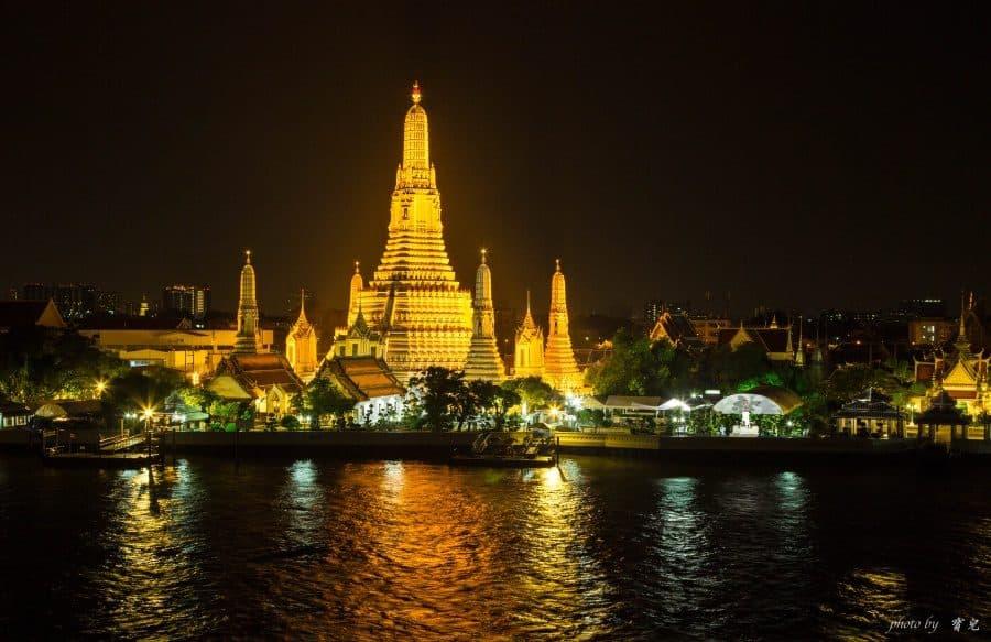 【曼谷河畔景觀餐廳|Sala Rattanakosin Bangkok】眺望鄭王廟絕美夜色,浪漫指數爆表的露天酒吧。