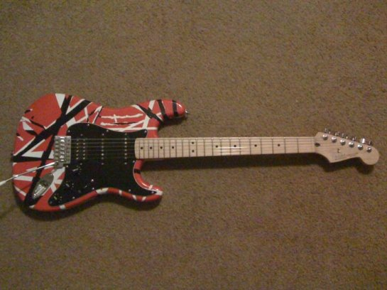And here's the fully assembled guitar!