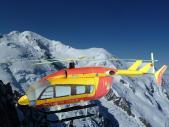 Papercraft imprimible y armable del Helicóptero Eurocopter EC145. Manualidades a Raudales.