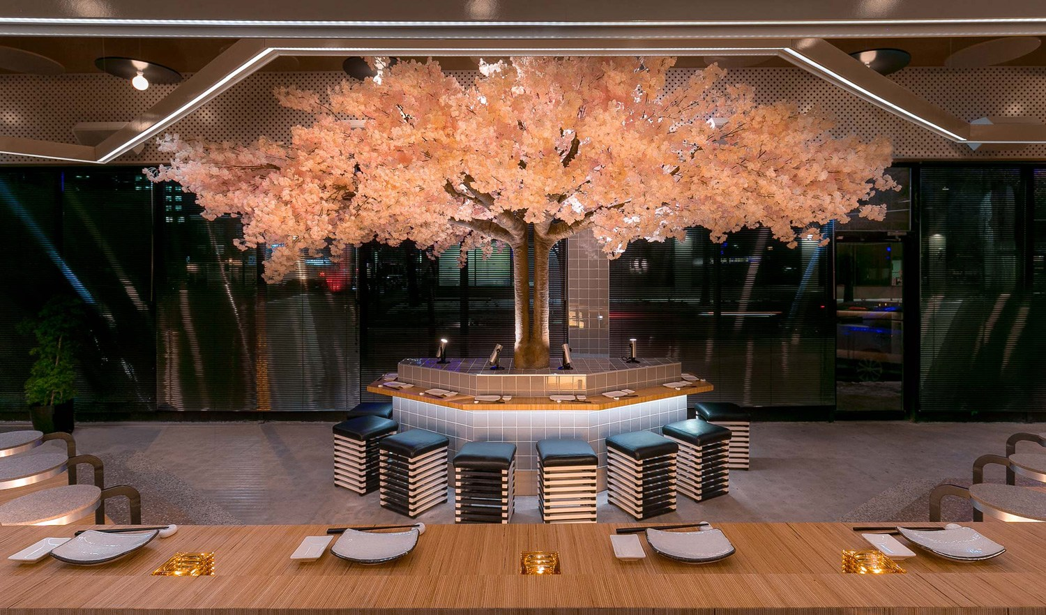 Le Blossom A Japanese Restaurant Design By M 233 Nard Dworkind