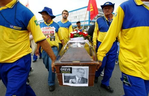 Paulo Bernardo enfrente nova greve nos Correios