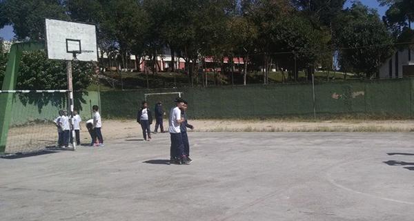 Na contramão da greve, escola pública abre e é a única com alunos em sala