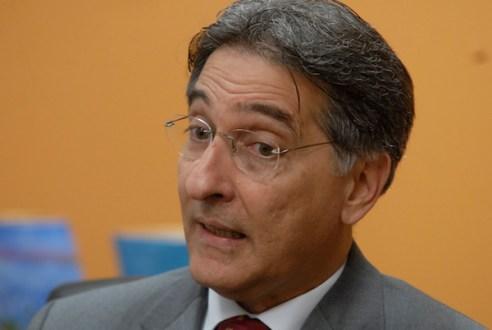 PF quer investigar Pimentel por suspeita de desvios em campanhas