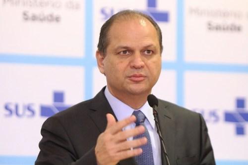 """""""SUS é cláusula da constituição, direito garantido"""", diz ministro"""