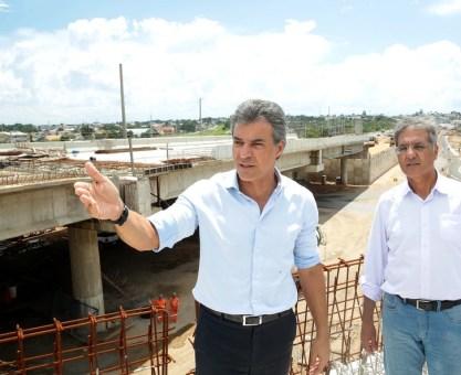 Richa vistoria obras do maior viaduto em construção no Paraná