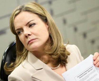 Gleisi critica intervenção no Rio e culpa senadores pelo 'caos'