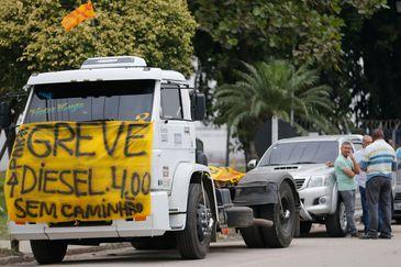 Dirigente sindical diz que paralisação de caminhoneiros está encerrada